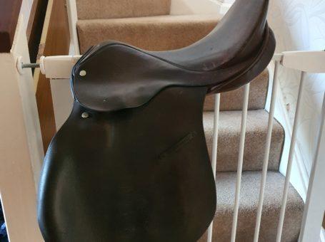 17 inch narrow/medium lovett and rickett saddle